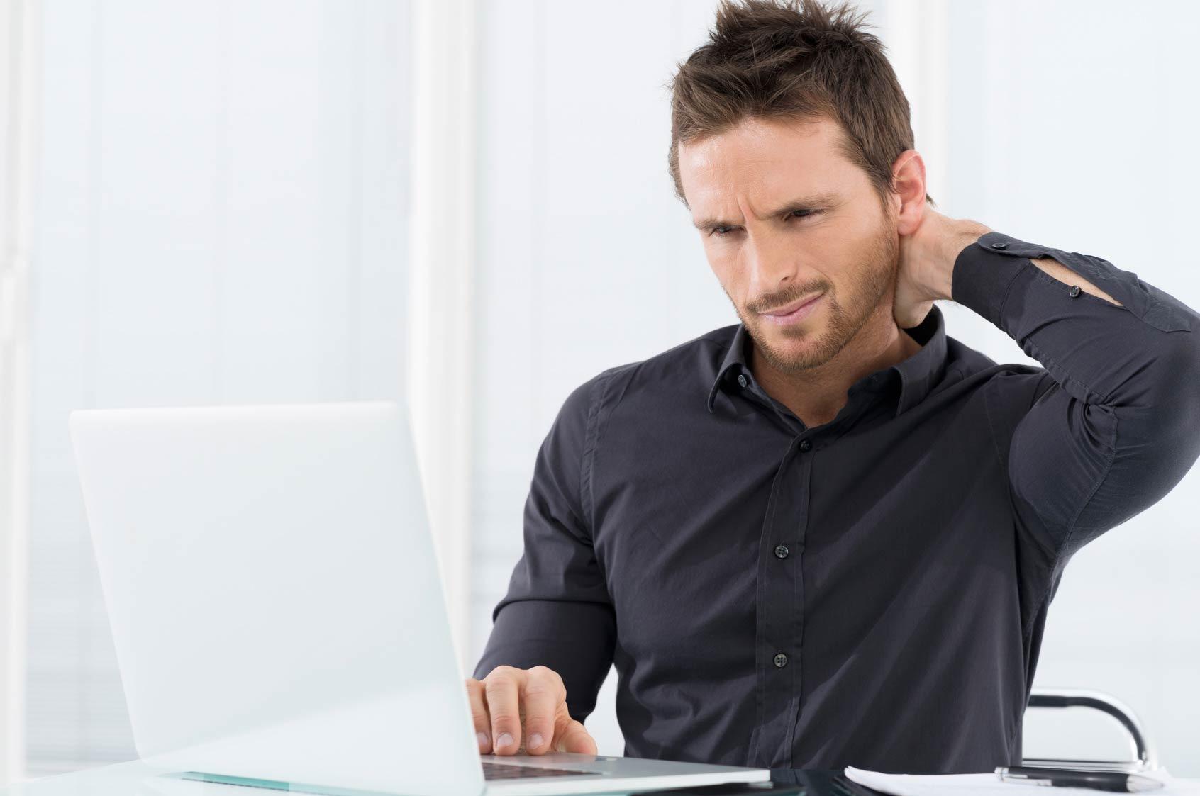 almohada cervical dolor cuello postura oficina