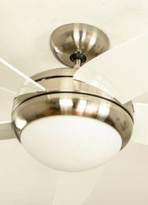 ventilador de techo con aspas transparentes