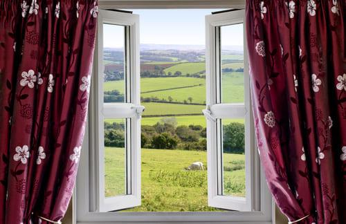 ventana abierta para ventilar casa