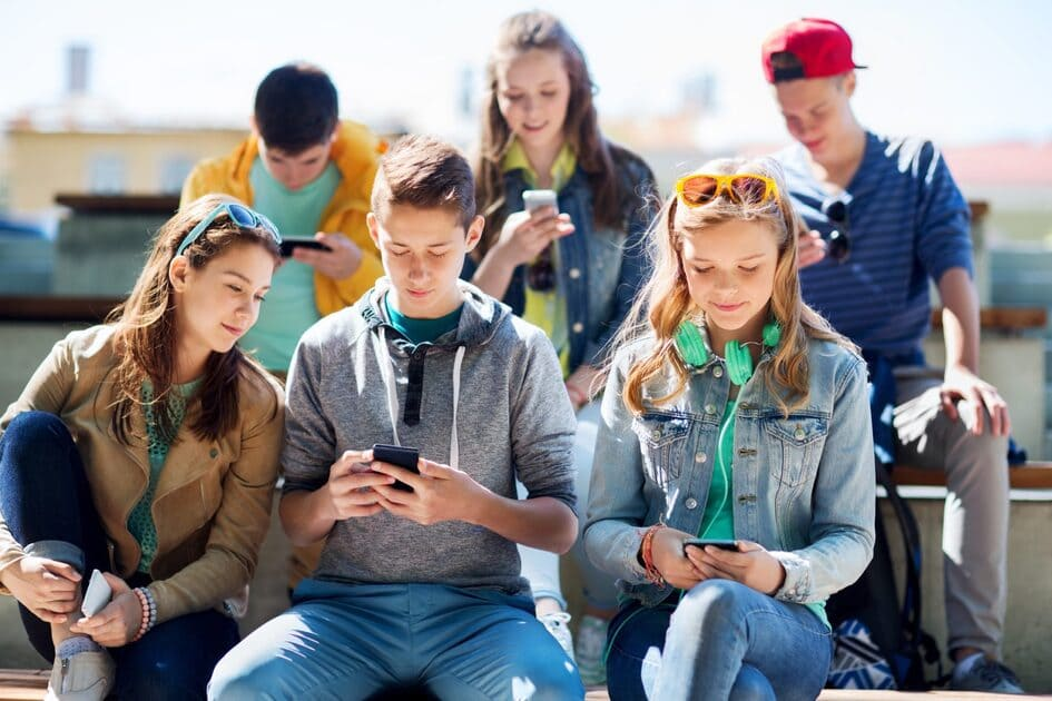 Niños adictos tecnología adolescentes