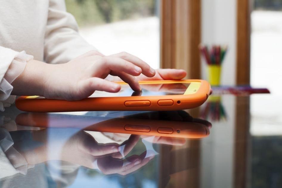 Niños adictos tecnología padres fabricantes